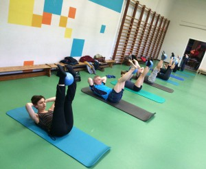 Pilates oefening op de Mat: lower lift