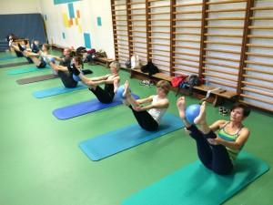 Pilates oefening op de Mat: open leg rocker