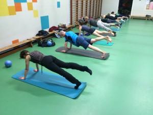Pilates oefening op de Mat: Plank, leg pull front
