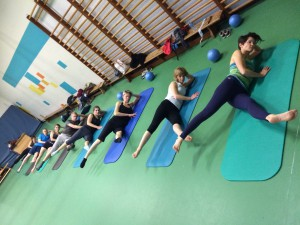 Pilates oefening op de Mat: big scissors