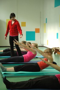 Pilates oefening op de Mat: roll up