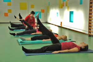 Pilates oefening op Mat: one leg circle