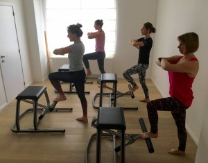 Pilates MVe Chair: pumping one leg front