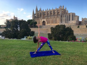 Yoga pose: triangle - trikonasana