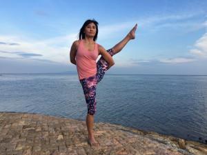 Yoga pose: bird of paradise - Svarga Dvijasana