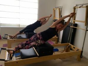 Pilates op Reformer: side sit-up